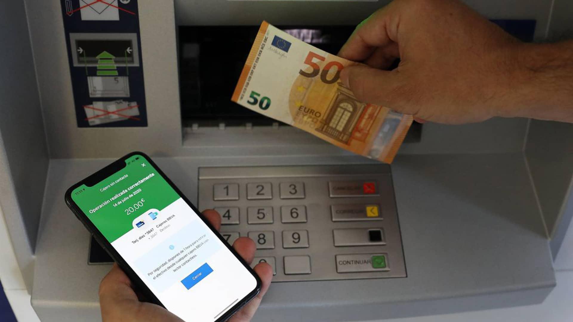 Cómo sacar dinero sin tarjeta BBVA: pasos, límites y otras opciones