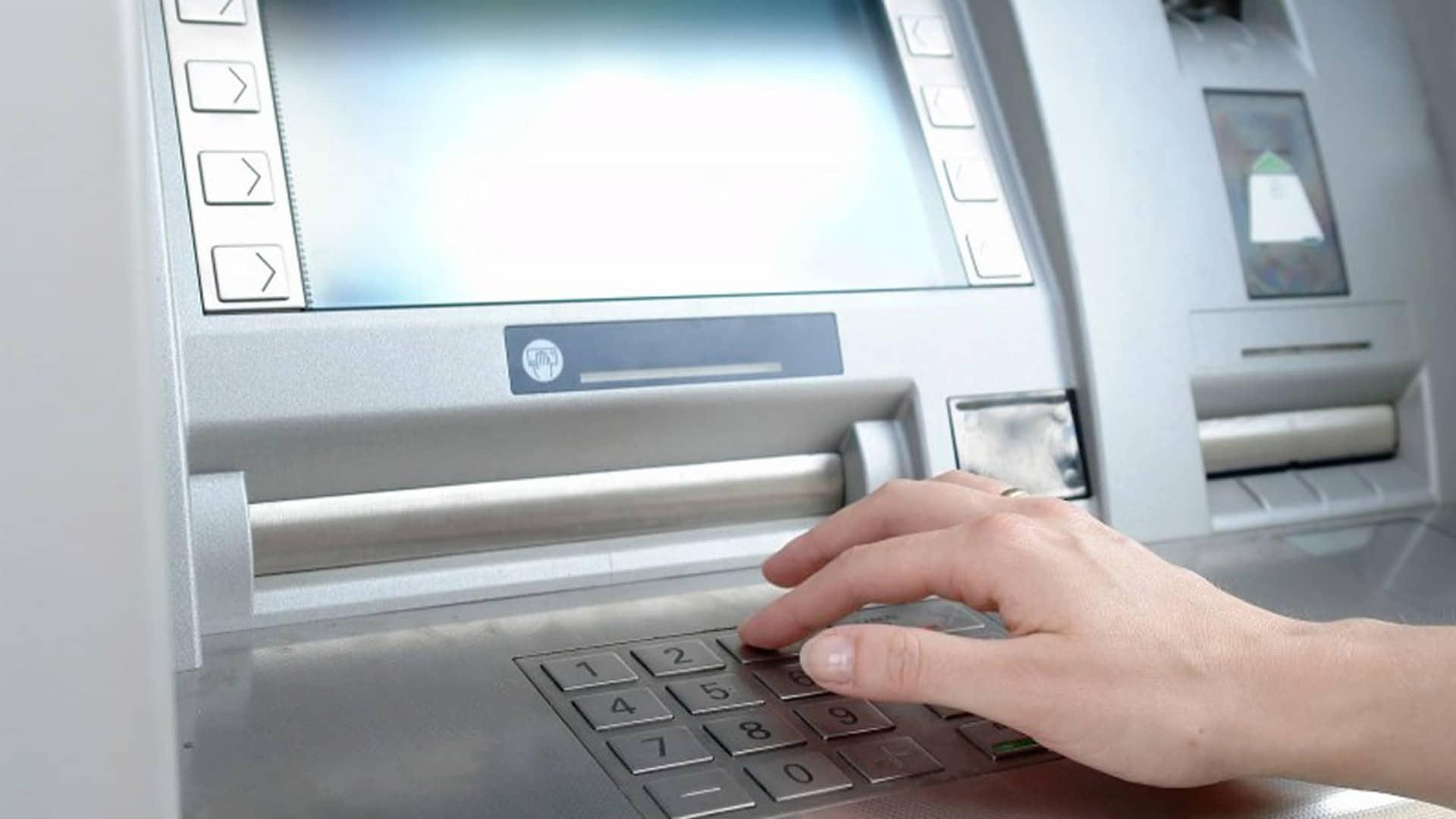 Sacar dinero sin tarjeta en Openbank: qué necesito y cómo proceder