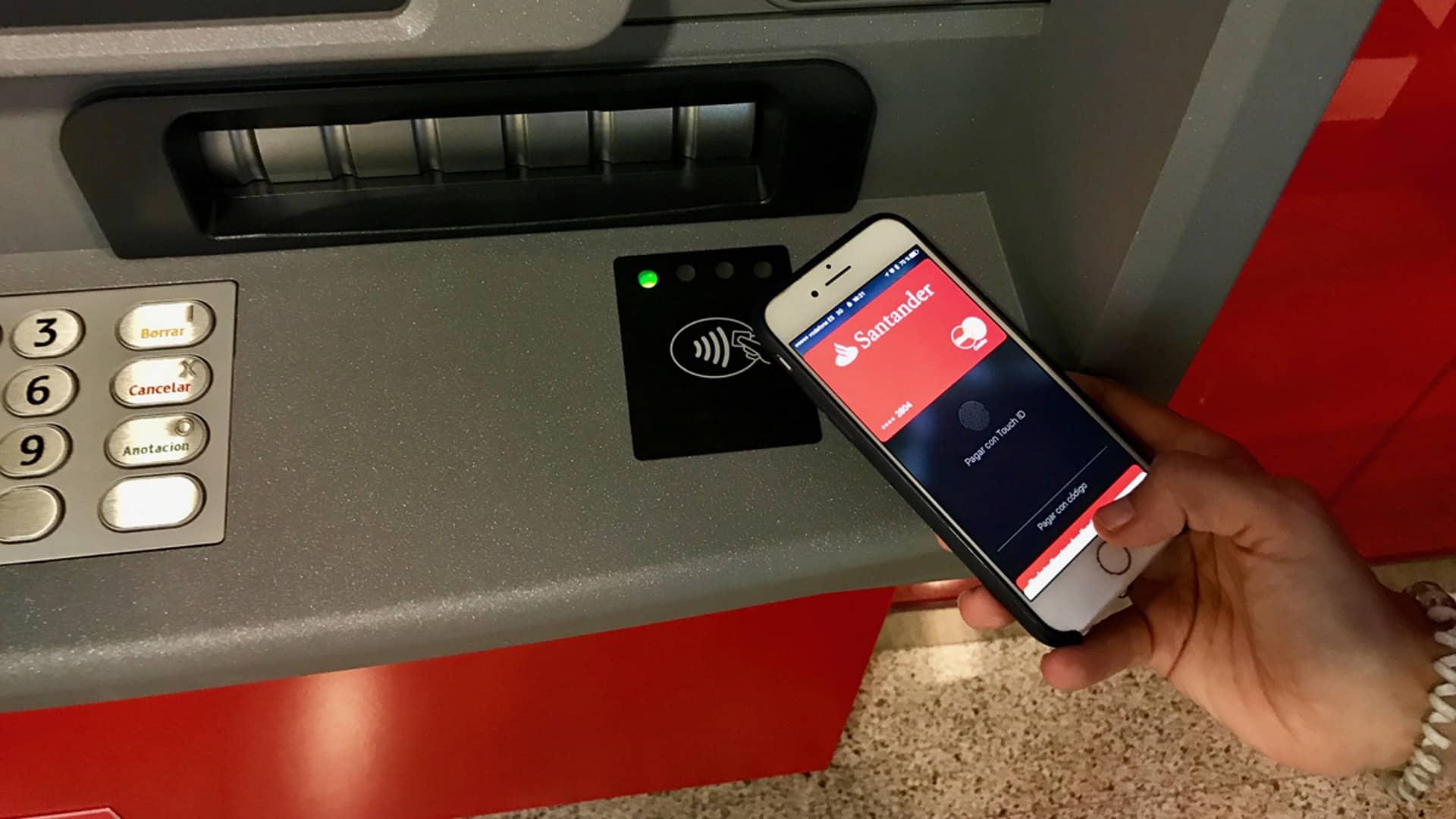 ¿Cómo sacar dinero sin tarjeta en el Banco Santander?